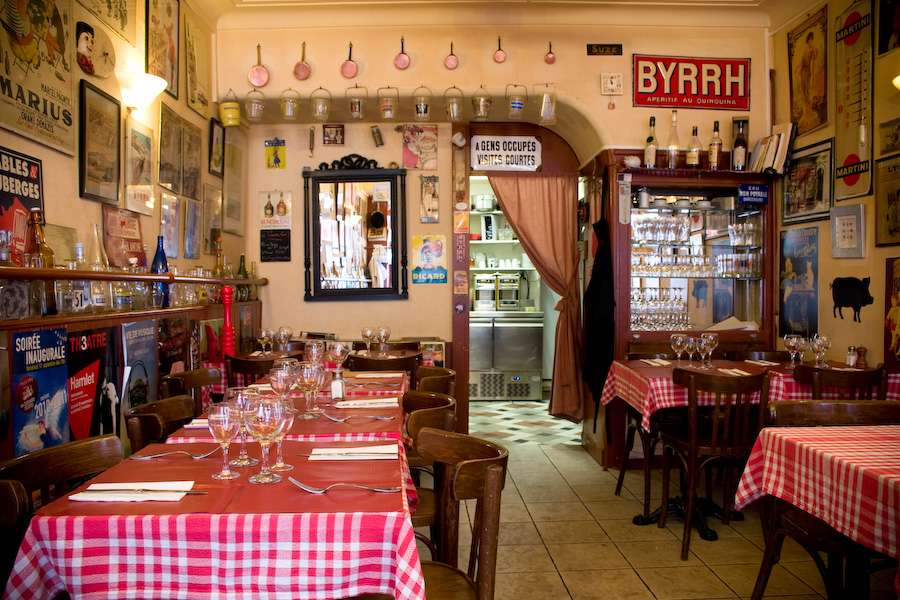Rue Restaurant Bouchons Lyonnais